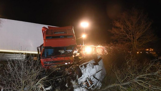 img_djuarez_20160325-071212_imagenes_lv_otras_fuentes_accident-mortel-12-morts-camion-mini-bus-sur-la-rcea-a-montb_2549772-krsd-u40669645738tmi-992x558xlavanguardia-web.jpeg_1718483346 (1).jpeg